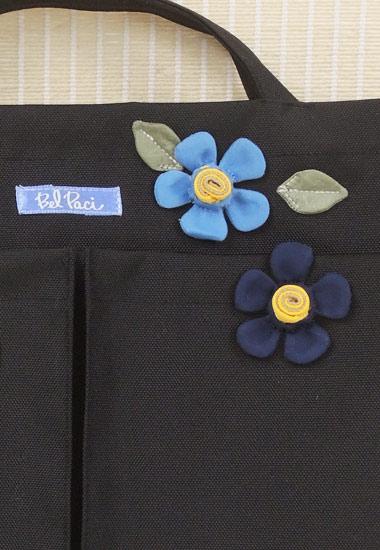 ブランド織りネーム、小花のアップ