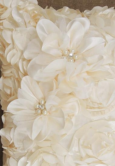 ビジューを飾ったお花のモチーフ