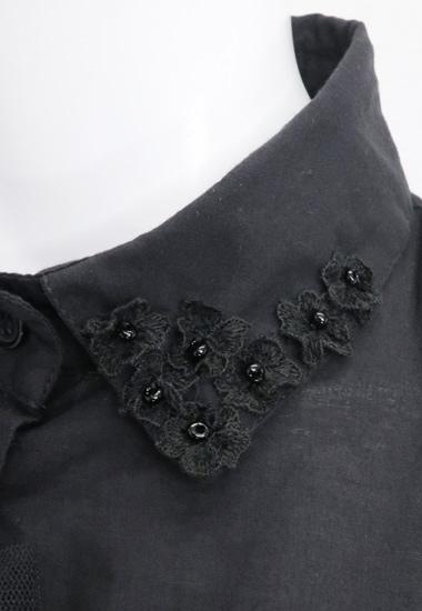 衿の小花飾り